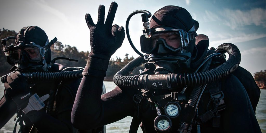 Grip-and-Grit-Diving-with-Mares-Gloves-1024x512
